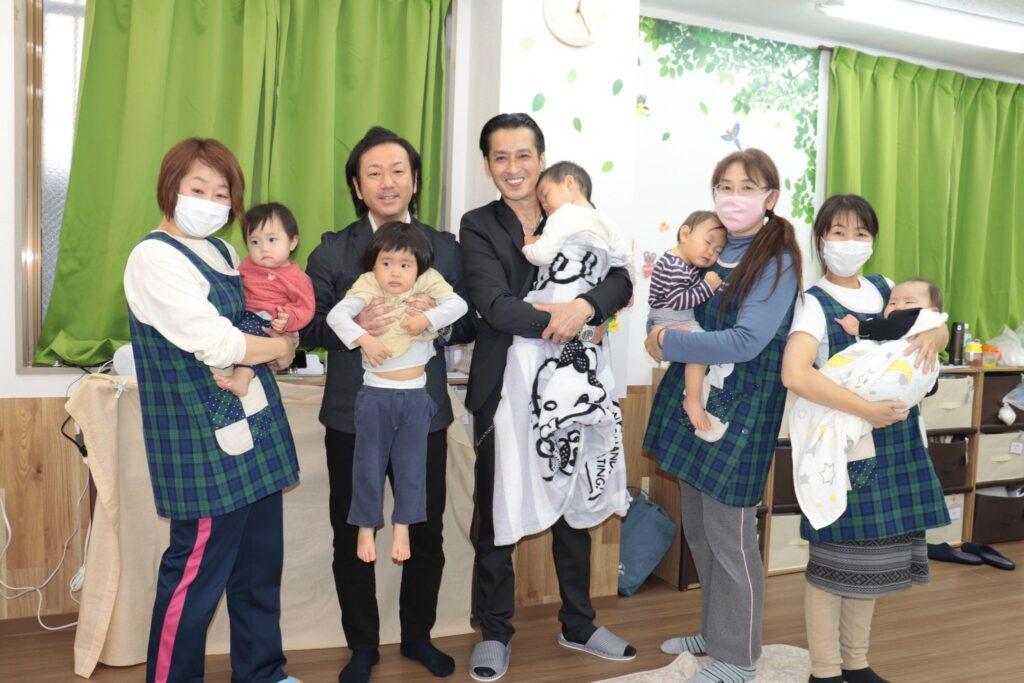 ビジネス雑誌「Anchor」3月号の取材で俳優の大沢樹生さんが来園